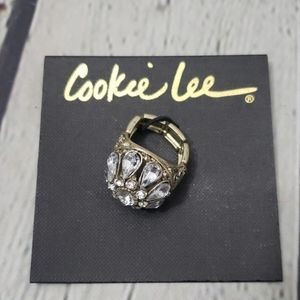 NWT CRYSTAL FLOWER GOLD TONE STRETCH RING